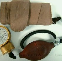 Image of 2008.59 - Dr. Rogers Tycos Sphygmomanometer in Black latched box