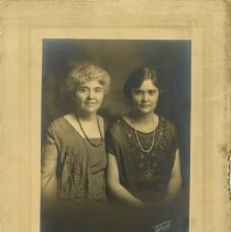 Image of 2010.02 - Nettie Bolles and Esther Bolles Starks formal portrait