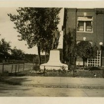 Image of 2004.118 - Photograph of Andrew Taylor Still Memorial, American School of Osteopathy Hospital Location