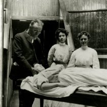 Image of 2006.20 - Andrew Taylor Still with student nurses ca. 1907