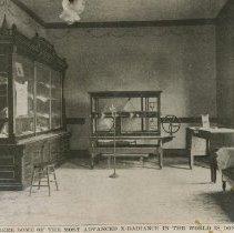 Image of 1985.1038 - Radiology machine newspaper photo reprint