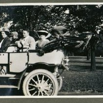 Image of 2014.06 - John Tuttle and Women in Motor Car