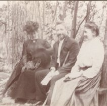 Image of 2013.21 - Alice Patterson, Elmer and Phoebe Gates at Eagles Nest