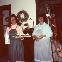 Image of 2011.98 - Selby House Tea Room Employees