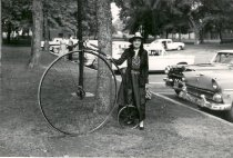 Image of Metta Jensen Traeger with bicycle - Print, Photographic