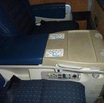 Image of Delta BusinessElite seat pair, 2004
