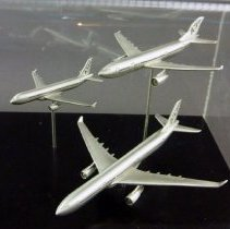 Image of Airbus Model Airplane Set, right side