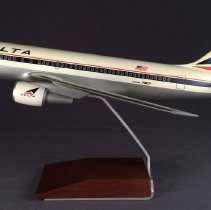 Image of Delta Boeing 767-200, Model Airplane
