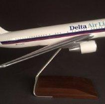 Image of Delta Boeing 767-232, N102DA, Model Airplane