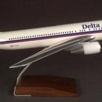 Image of Delta Boeing 767-300, N102DA, Model Airplane