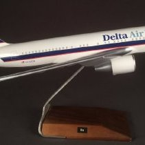 Image of Delta Boeing 767-232, N102DA, Model Airplane