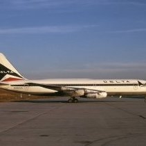 Image of Delta Convair 880, Ship 905, ATL - 12/1973