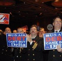 Image of Delta pilots at Keep Delta My Delta rally, 12/13/2006