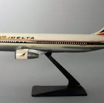 Image of Delta Boeing 767-232, N102DA, The Spirit of Delta Model Airplane - 1982