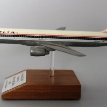 Image of Delta Boeing 757-232, N601DL Delivery Model Airplane - 1986