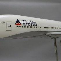 Image of Delta Boeing 777-232ER, N860DA, Ship 7001 Model Airplane