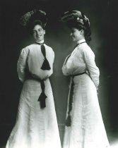 Image of 2009.15.1887 - Bessie Booker and Miss Lee