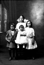 Image of 2009.15.623 - Kirsner, Mrs. I, children of