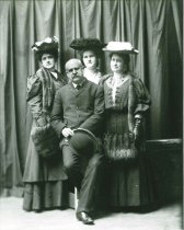 Image of 2009.15.1275 - Schmelz, Henry, with 3 women