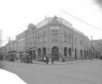 Image of 2009.15.2385 - First National Bank street scene, 1923
