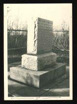 Image of 66.346 - Henry Lawson Wyatt monument at Bethel battlefield