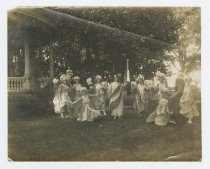 Image of X.1249.1 - Women in costume for Liberty Bond sales