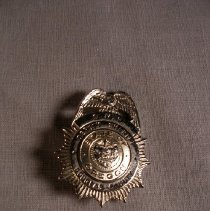 Image of 1992.40.11 - badge
