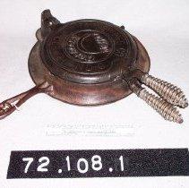 Image of 72.108.1 - waffle iron