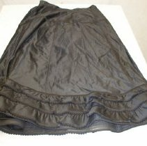 Image of 86.38.1 - petticoat; blouse; skirt