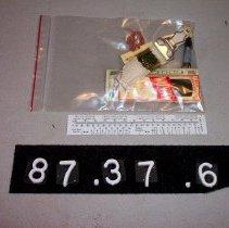 Image of 87.37.6 - needlework kit, contents