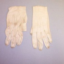 Image of gloves [back]