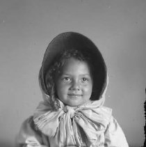 Image of GP5/7.313 - REMARKS:Doreen Lewis as a small girl, wearing a bonnet, ca 1906, Roseburg, OR.