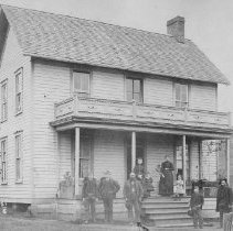 Image of Unidentified house & family