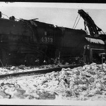 Image of N10679 - REMARKS:Southern Pacific train 23, engine 4313 wrecked at the section house, Crescent Lake, Oregon, Dec. 7, 1945. View shows wrecker.