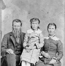 Image of N11370 - REMARKS:James and Jane Higgins Tipton and their daughter. Carte de visite photo.