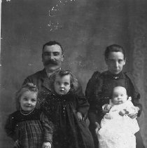 "Image of N11406 - REMARKS:George ""Shorty"" and Marion (Green) MacIver and family (left to right): Agnes, Lillie and Minnie."