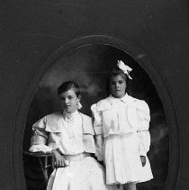 Image of Mildred and Gladys Applegate of Ashland, Oregon.
