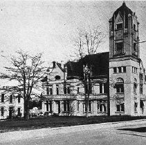 Image of N12597 - REMARKS:Courthouse & jail, Roseburg, Or. This Courthouse was built in 1899. Looking from Douglas and Main.