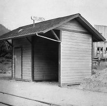 Image of N12904 - REMARKS:Reuben, Or., railroad station; Southern Pacific on the O & C line. Elevation 1,376' and 512.0 miles frin San Francisco. There was a spur line at Reuben. Photo ca. 1900-1910.