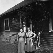 Image of N14162 - REMARKS:Three people in front of a house in Yoncalla, Oregon. It may be the Peterson house and Mrs. Peterson (at left) with Mr. and Mrs. Oscar Applegate. (Ca. 1920s?)