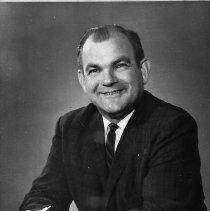 Image of N16516 - REMARKS:William B. Humpqreys, cashier, Umpqua National Bank, Reedsport, OR, 1964.