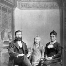 Image of N1847 - REMARKS:August Schultz and family. He operated the grist mills in Myrtle Creek and Canyonville.