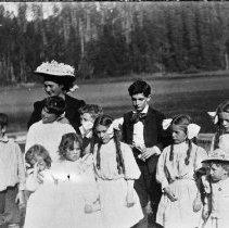 Image of N3277 - REMARKS:last day of school, 1909. Gardiner?