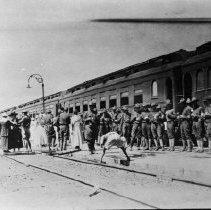 Image of N3916 - REMARKS:World War 1 troop train, soldiers on depot platform. Location (?).