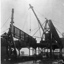 Image of N4537 - REMARKS:6 negs., Railroad bridges and bridge crews at work. Southern Pacific.