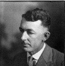 Image of N4840 - REMARKS:Unident. Masonic Lodge member, Elkton, Or.