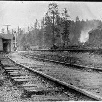 Image of N5093 - REMARKS:Leland, Ore., depot and siding, Southern Pacific Co., ca. 1900.