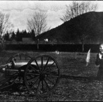 Image of N5266 - REMARKS:Lloyd Whipple and Kenneth Quine of Roseburg clowning around cannon, Oregon State Soldiers Home. (poor negative, duplic. N5195 better)