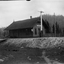 Image of N951 - REMARKS:Southern Pacific depot, Glendale, Or ca. 1905