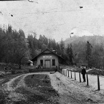 Image of N7314 - REMARKS:The depot on the Southern Pacific line at Wolf Creek, Oregon. The view shows the original station built by the O&C Railroad with a train order signal, the main line and house track.
